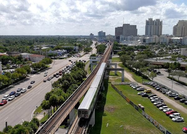 Miami_Metrorail_Dadeland_20181010